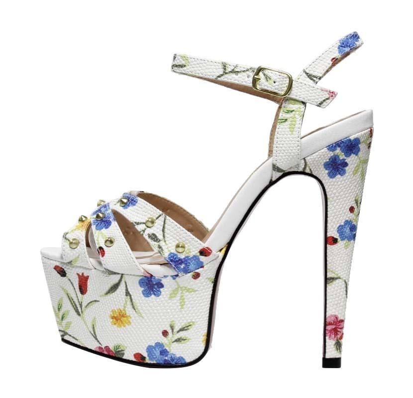 e3bd167546 Sandália Meia Pata Branco Floral - Week Shoes  É confortável